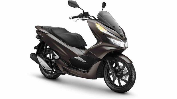 Honda merilis warna Magnificient Matte Brown warna coklat doff untuk Honda PCX. Penyegaran tampilan ini menambah kesan premium untuk skutik gambot Honda ini.