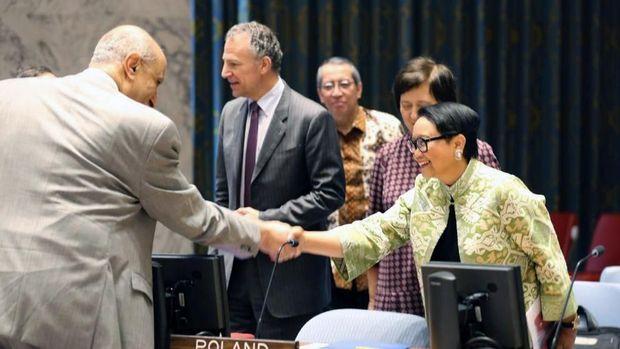 Menlu Retno Marsudi saat memimpin pertemuan DK PBB
