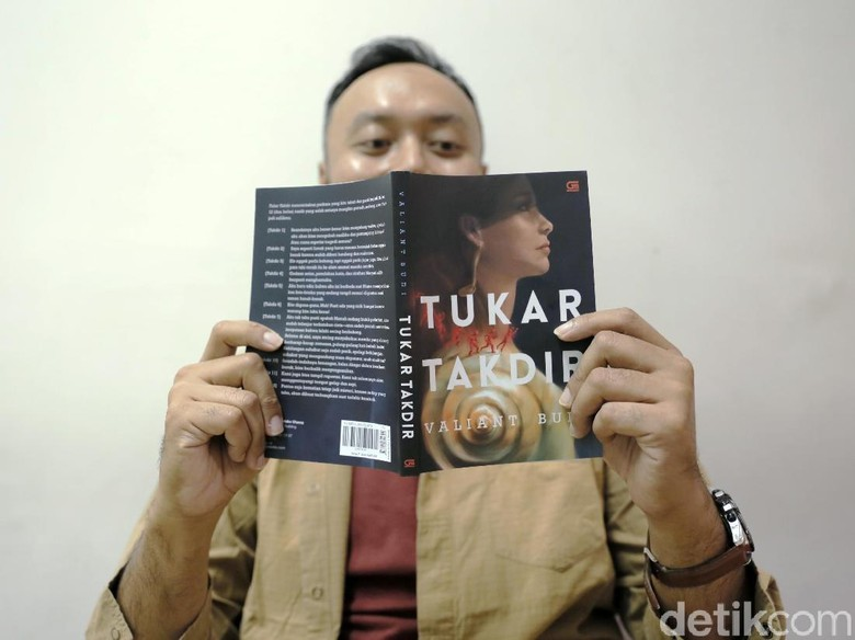 Tukar Takdir Digemari Pembaca, Valiant Budi Ungkap Ada Banyak Kejutan Foto: Asep Syaifullah/detikHOT