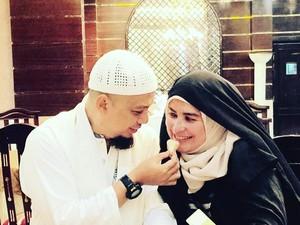 Mengenang Kembali Kehangatan Ustaz Arifin Ilham dan Keluarga Saat Makan Bersama