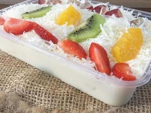 Krenyes Segar Salad Buah dengan Parutan Keju untuk Buka Puasa