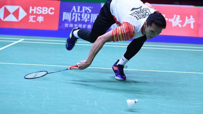 Jonatan Christie dikalahkan Chou Ten Chen di partai ketiga perempatfinal Piala Sudirman. (Wahyu Putro A/Antara Foto)