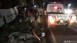 Salip Kendaraan Lain, Biker Ini Tewas Tertabrak Truk Pengangkut Beras