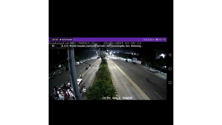 CCTV Pembagian Amplop di Depan Ambulans Jadi Petunjuk Ungkap Rusuh 22 Mei