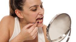 5 Cara Supaya Tidak Ada Sisa Makanan Terselip di Gigi Usai Sahur