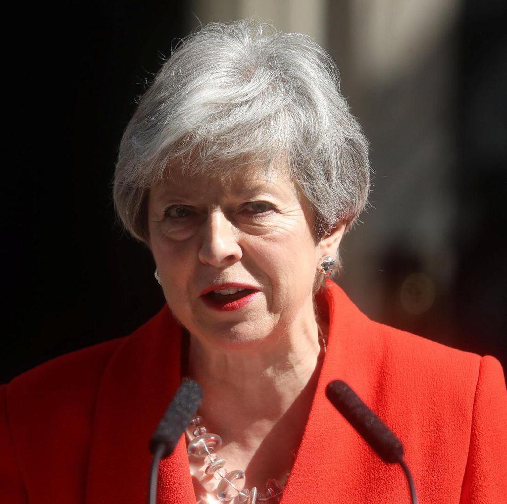 Menangis, PM Inggris Theresa May Mundur dari Jabatan karena Brexit
