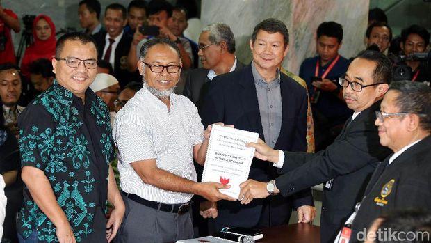 BW saat mendaftarkan gugatan Prabowo ke MK /