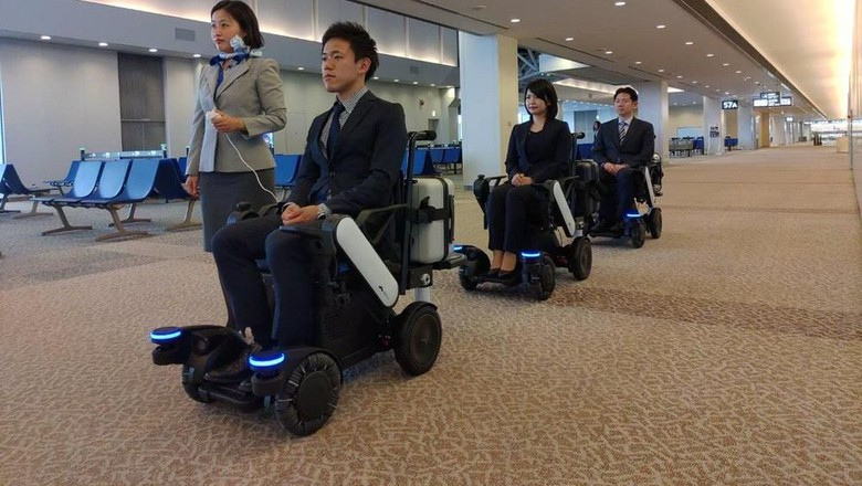 Kursi roda di Bandara Narita (dok. Panasonic)
