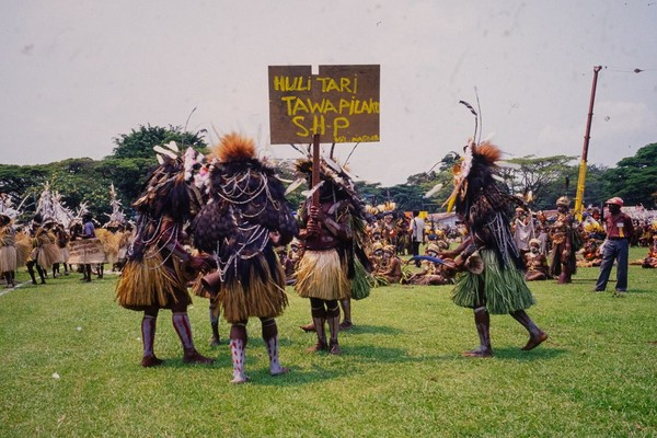 Bagi pemerintah Papua Nugini, ciri khas suku Huli pun dijadikan simbol kebudayaan. Bahkan beberapa festival kebudayaan di sana menampilkan tradisi suku Huli lengkap dengan wajah dicat kuning (iStock)