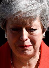 Theresa May menangis saat mengumumkan pengunduran dirinya sebagai perdana menteri Inggris.