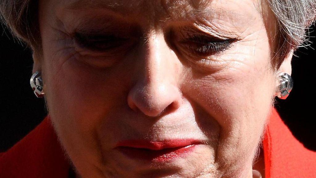 Momen PM Inggris Menangis Saat Umumkan Pengunduran Diri