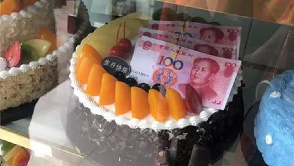 Restoran Kembalikan Uang Rp 24 Juta yang Ditemukan dalam Kue Ultah Pengunjung