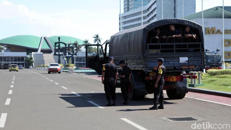 TNI-Polri Jaga Ketat Gedung DPR