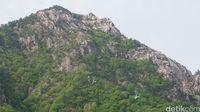 Kereta gantung Gunung Seorak tampak dari kejauhan (Afif Farhan/detikTravel)