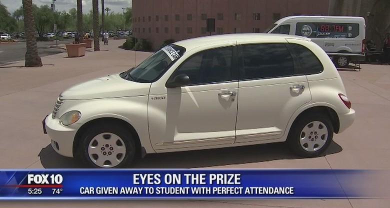 Absen Sekolah Tak Pernah Bolong, Siswa Dihadiahi Mobil. Foto: Fox10