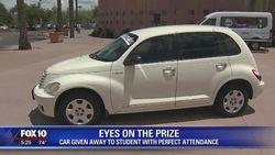 Absen Sekolah Tak Pernah Bolong, Siswa Dihadiahi Mobil