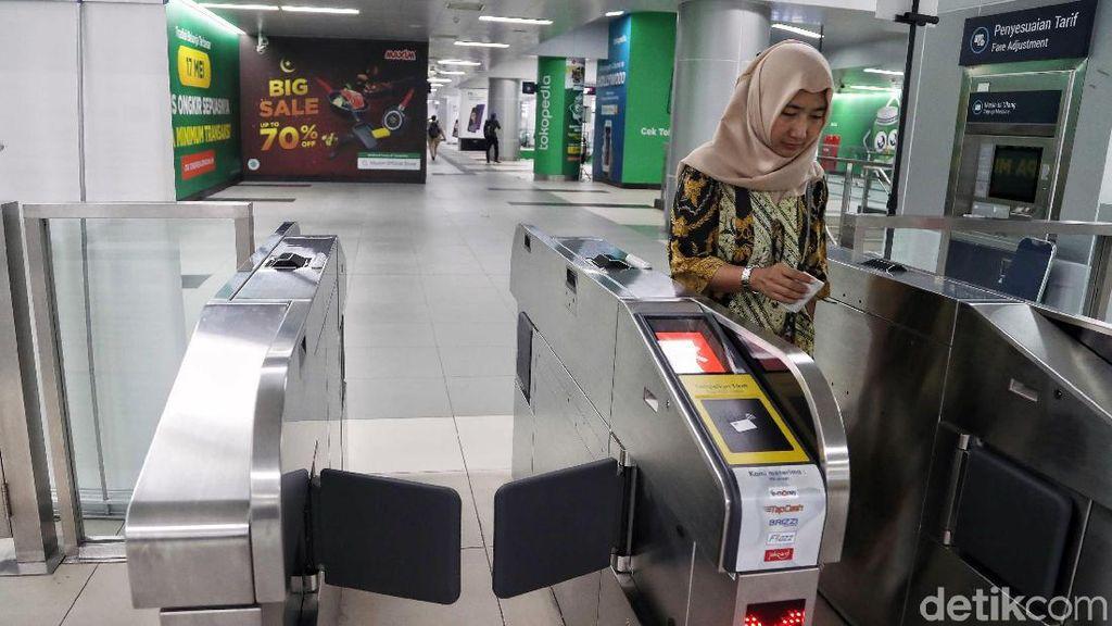 Beli Tiket MRT Kini Tinggal Scan Barcode Doang