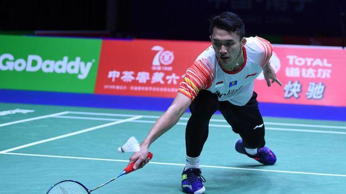 Jonatan Christie tak bsai keluar dari tekanan Chou Tien Chen di permepatfinal Piala Sudirman 2019. (Wahyu Putro A/Antara Foto)