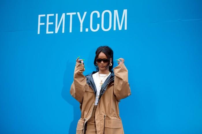 Rihanna saat peluncuran koleksi Fenty di Paris. (Foto: Aurelien Meunier/Getty Images For Fenty)