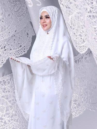 Mukena Fatimah Syahrini.