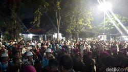 Massa Sambut Kedatangan Tim Hukum Prabowo di MK dengan Takbir