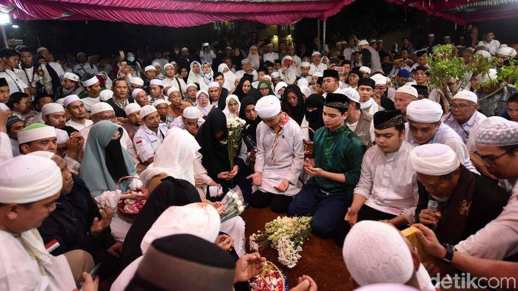 Alvin Faiz Temukan Hal Janggal di Gamis Milik Ustaz Arifin Ilham