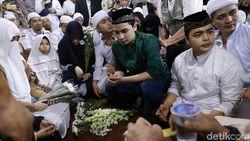 Usai Kebumikan Arifin Ilham, Anak Merasa Bingung