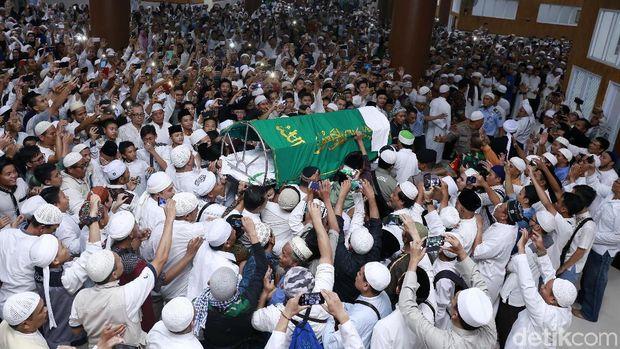 Pemakaman Ustaz Arifin Ilham