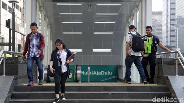 Moda Raya Transportasi (MRT) Jakarta mulai beroperasi normal hari ini. Sebelumnya, transportasi publik itu sempat dihentikan sementara waktu imbas aksi 22 Mei.