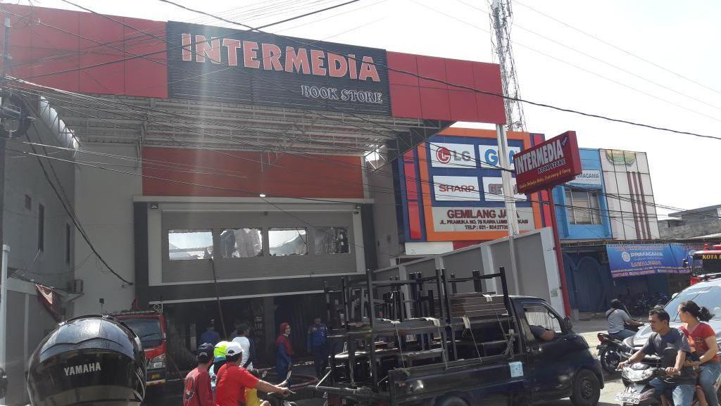 Toko Buku di Bekasi Terbakar Jelang Sahur, Api Padam Setelah 6 Jam