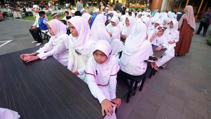Lippo Malls menggandeng Badan Amil Zakat Nasional (Baznas) menggalang dan menyalurkan bantuan donasi pendidikan untuk anak-anak yatim dan dhuafa di Indonesia.