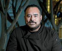 Chef Ini Temukan Banyak Sampah Plastik Dalam Perut Ikan yang Akan Dimasak