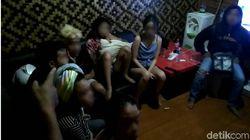 Cipanas Digerebek! 5 Pria Hidung Belang Diamankan, Kondom Berserakan