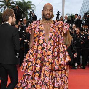 Pakai Gaun Heboh, DJ Pria Ini Nyaris Dilarang Masuk ke Cannes Film Festival