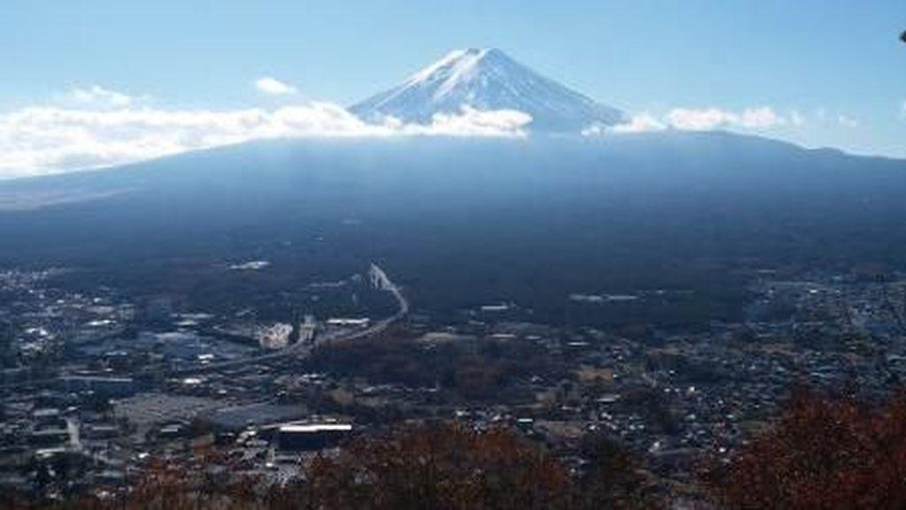 Ini Spot Terbaik Melihat Gunung Fuji dan Danau Kawaguchi