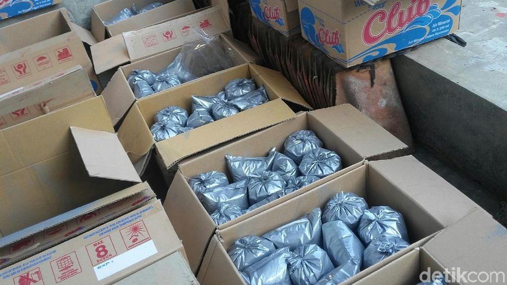 1,1 Kuintal Bahan Peledak Pembuat Petasan Diamankan dari Rumah di Bondowoso