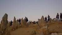 Bebatuan yang runcing, seperti menonjol di padang pasir, terbentuk sekitar lima juta tahun yang lalu dari kumpulan kerang yang mengeras (Masaul/detikcom)