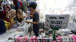 Aksi 22 Mei Mereda, Masyarakat Habiskan THR di Pasar Tanah Abang