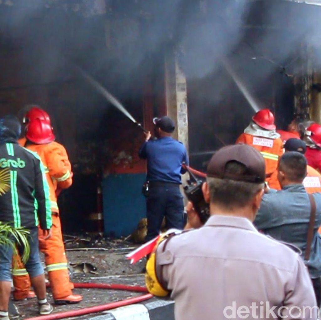 Cerita Damkar Selamatkan 5 Korban Terjebak Kebakaran di Sukabumi