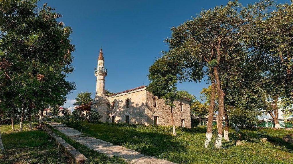 Melacak Jejak Islam di Tanah Kelahiran Drakula