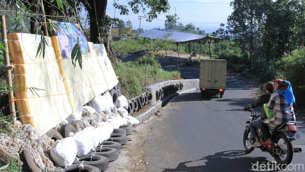 Kasur-Bantal Keselamatan Dipasang di Jalur Mudik Ibun-Kamojang