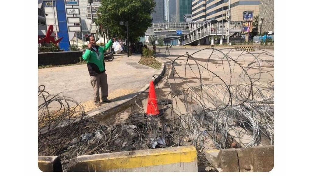 Salut! Driver Ojol Tetap Antar Makanan Saat Kerusuhan di Jakarta