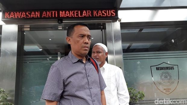 Pengacara Habib Rizieq, Sugito Atmo Prawiro (Isal Mawardi/detikcom)