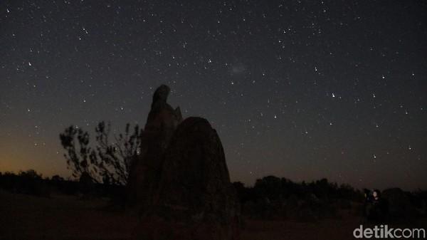 Kunjungan kedua yakni memotret keadaan malam serta Milky Way atau Galaksi Bima Sakti di The Pinnacles. Sangat cantik, Anda harus bisa menyetel kamera sehingga dapat merekam momen itu (Masaul/detikcom)