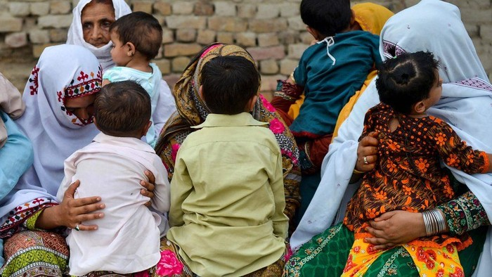 Setidaknya seorang dokter ditangkap di Pakistan terkait penularan AIDS di kalangan anak-anak. (AFP)