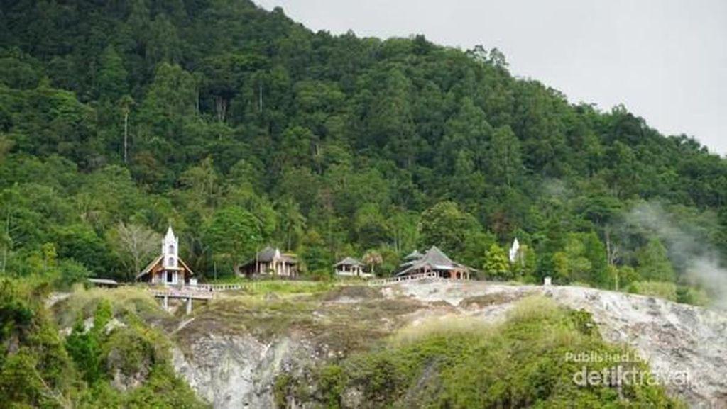 Cantik dan Jadi Simbol Toleransi, Ada 5 Rumah Ibadah di Bukit Ini