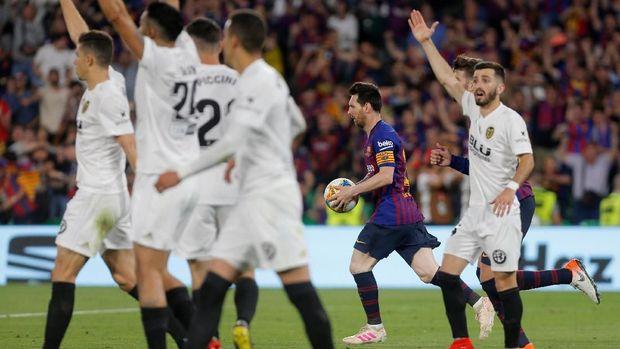 Lionel Messi sempat memperkecil ketinggalan Barcelona 1-2. (FREUTERS/Marcelo del Pozo)