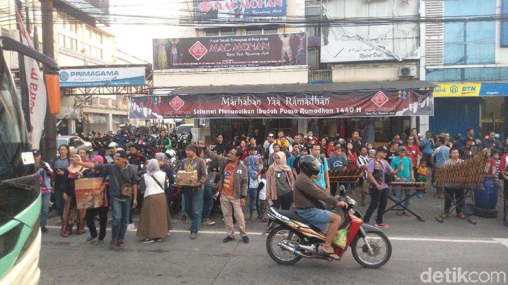 Ratusan Anggota Geng Motor di Semarang Berbagi Takjil