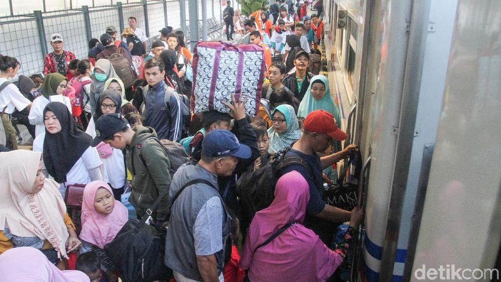 Ada 1,7 Juta Kursi Kereta dari Cirebon, 74% Sudah Laku