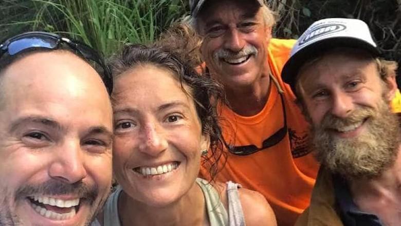Amanda (kedua dari kiri) berhasil diselamatkan setelah 17 hari hilang di hutan Hawaii (Facebook/@AmandaEllersMissing)